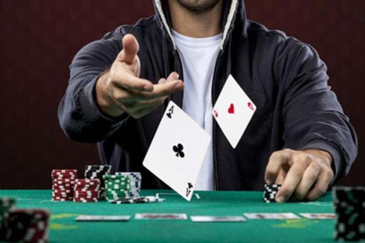 How to play poker and master it