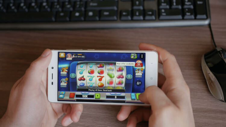 Play mobile slot games at online casinos